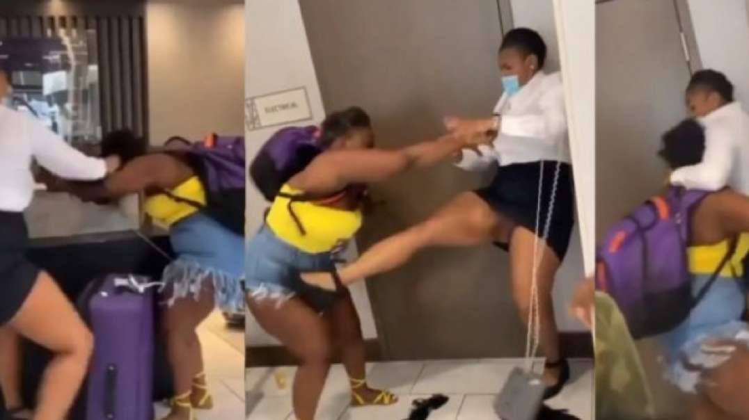 Hotel Receptionist Fights with Her Client