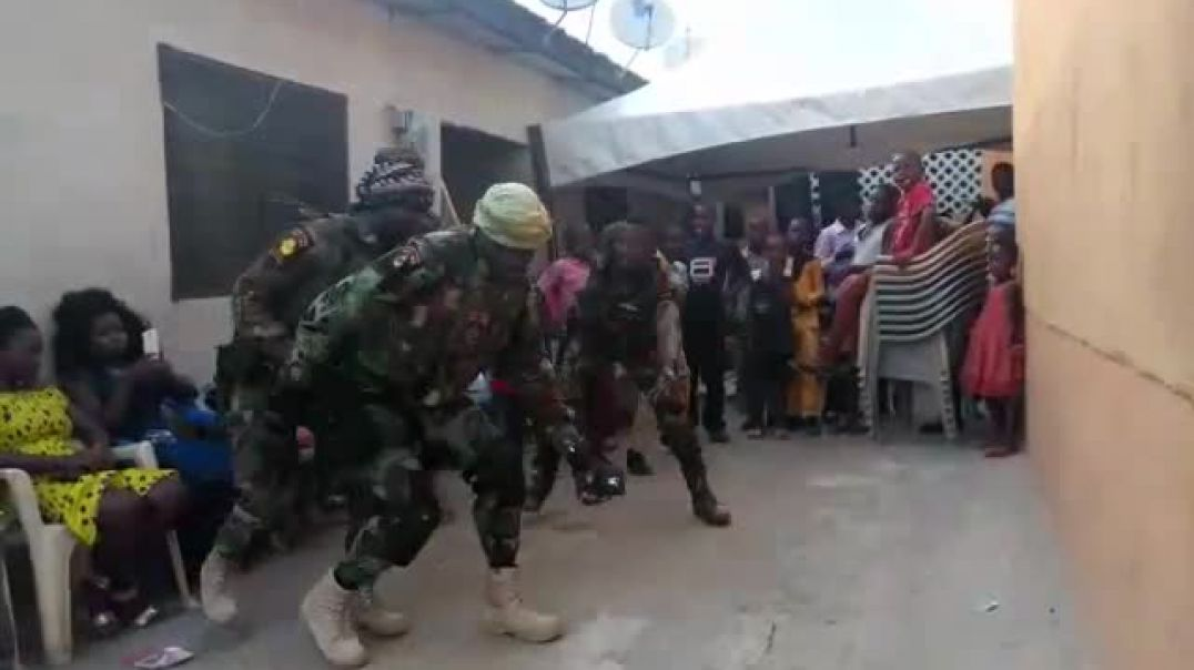 4 Fantastic Ghanaian soldiers dance like crazy at wedding ceremony