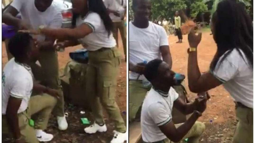See the beautiful moment a man proposed to his girlfriend at their NYSC passing out.